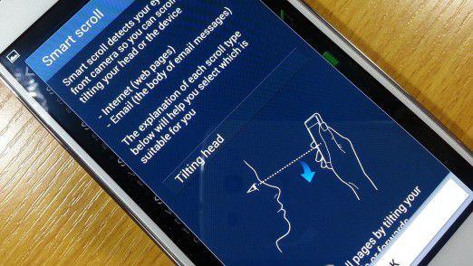 Zur Steuerung via Samsung Smart Scroll braucht es heftige Kopfbewegungen.