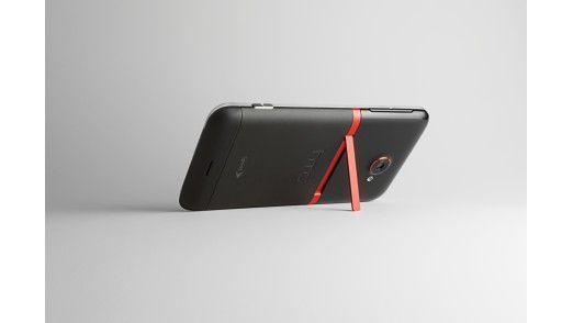 HTC Evo 4G mit ausklappbaren Stativ.