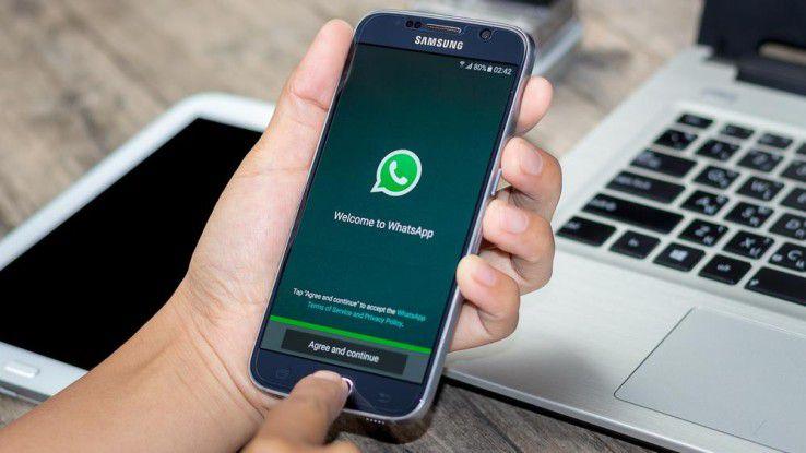 WhatsApp im Unternehmen nutzen? Zuvor müssen einige rechtliche Hürden genommen werden.