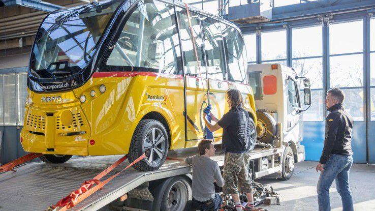 In Bern verladen, braucht der E-Bus von Postauto auf dem Messegelände keine Hilfe mehr: Autonomes Fahren in Halle 13 erleben.