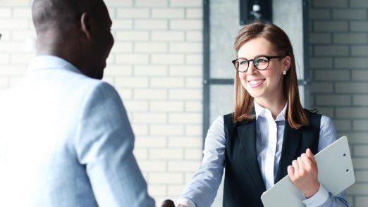 Personalverantwortliche aus IT-Unternehmen halten ihre Mitarbeiter dazu an, dem Unternehmen geeignete Kandidaten aus dem eigenen Netzwerk zu empfehlen.