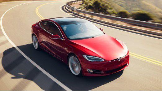 Von einer Kurve in die nächste: Tesla macht turbulente Zeiten durch.