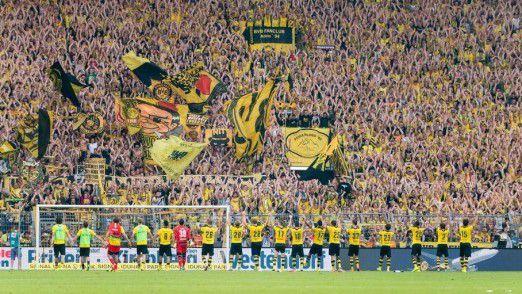 Gemeinsame Interessen sorgen für Vertrauen, zum Beispiel die Leidenschaft für denselben Fußballclub.