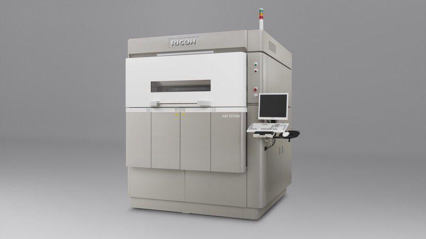 Mit dem Ricoh AM S5500P bringt Ricoh Mitte 2016 seinen ersten 3D-Drucker unter eigener Marke auf den Markt.