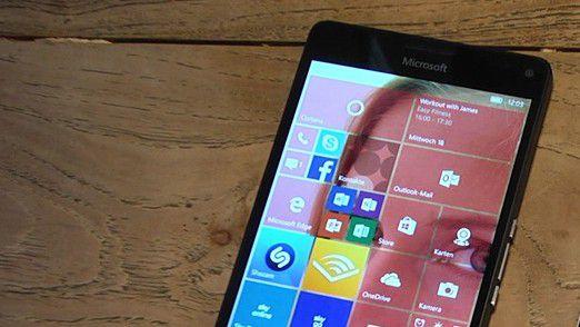 Wegen der geringen Marktanteile von Windows Phone/Windows 10 Mobile schlägt Microsoft im Mobile-Bereich andere Wege ein.