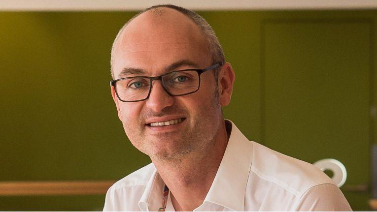 Der 41-jährige Thorsten Eder übernimmt mehr Verantwortung und ist nun Leiter Marketing Saturn bei Redblue.