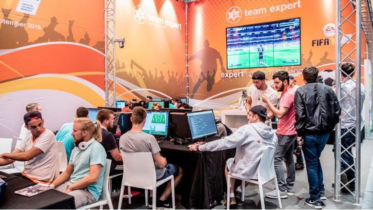 """Mit der """"expert soccer challenge"""" präsentierte Expert auf der IFA das deutschlandweit höchstdotierte FIFA Turnier des Jahres"""