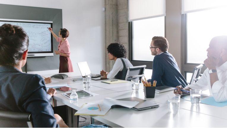 Smart Technologies unterscheidet bei seinen Produkten zwischen einer Business-Serie für Unternehmen...