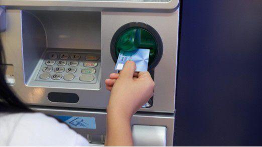 Betrugsmasche am Geldautomaten: Im ersten Halbjahr wurden 124 Automaten bundesweit ausgespäht.