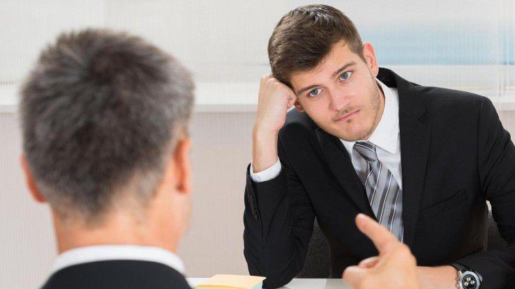 Nicht alles, was sich am Arbeitsplatz schickt, ist gesetzlich geregelt. In manchen Fällen gibt auch ein Fingerzeig den Ausschlag, was geht und was nicht.