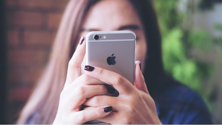Laut Bitkom werden in diesem Jahr rund um das Smartphone 33,3 Milliarden Euro etwa mit Datendiensten, Apps und Infrastruktur sowie der Geräte in Deutschland generiert.