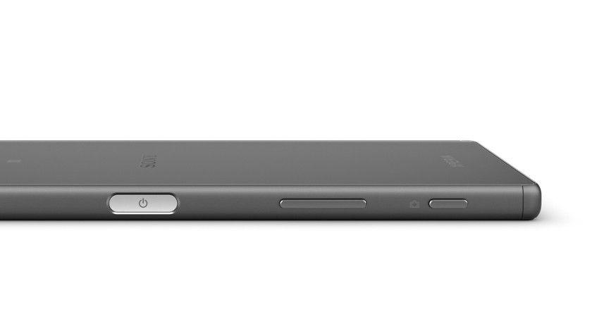 Das Xperia Z5 ist wasserdicht. Um auch unter Wasser Fotos zu knipsen, gibt es auf der rechten Gehäuseseite einen physischen Kamera-Button.
