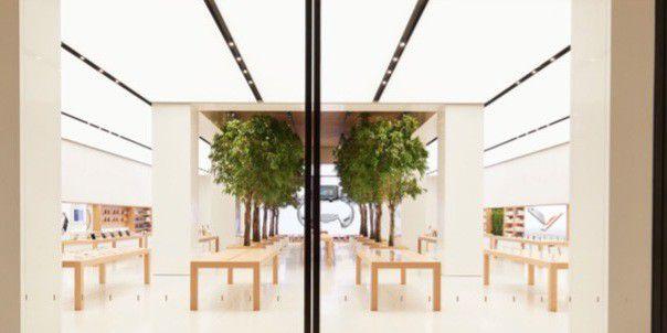 Der neue Store in Dubai hat eingepflanzte Bäume für besseres Mikroklima.