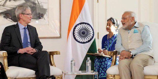 Apple-CEO TIm Cook und Indiens Premierminister Shri Narendra Modi.