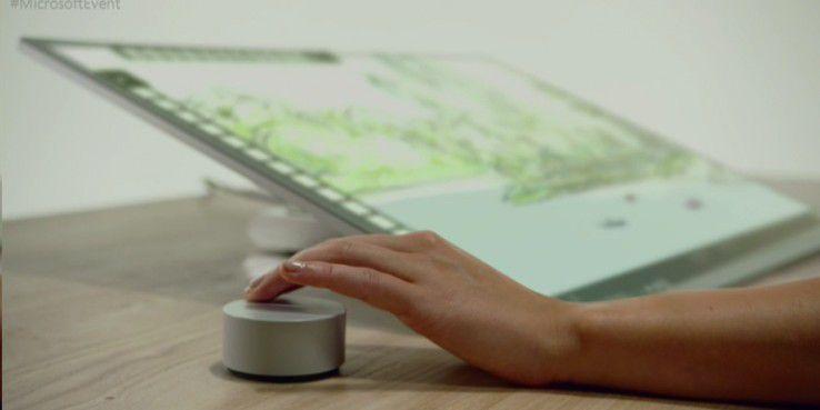 Surface Studio mit Surface Dial - der Bildschirm ist stufenlos klappbar