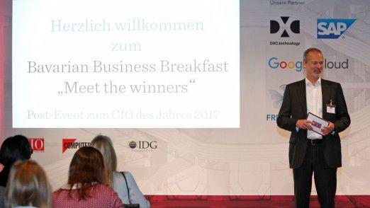 Horst Ellermann, Herausgeber des CIO-Magazins, führte durch den Post-Event am Morgen nach der Gala.