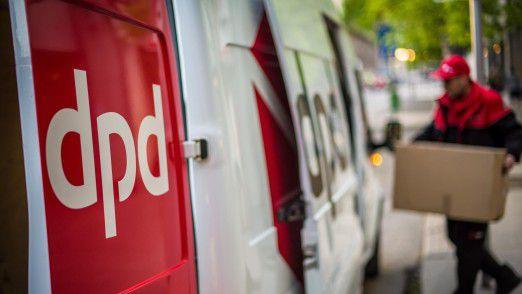 Pakete werden bis zur Haustür geliefert: DPD und Hermes wollen dafür mehr Geld verlangen. DHL sieht das anders.