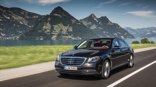 Daimler legt glänzende Absatzzahlen für Mercedes-Benz und schlechte Zahlen für die Kleinwagenmarke Smart vor.