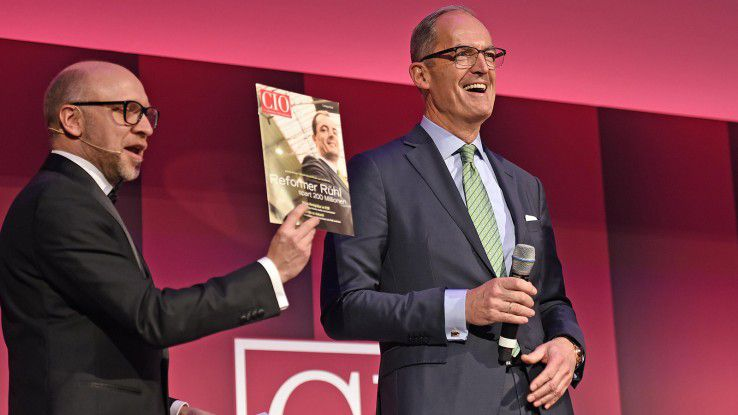 """Er war der erste Titelheld des CIO-Magazins: Gisbert Rühl (rechts), mittlerweile zum CEO des Stahlhändlers Klöckner aufgestiegen. Rühl ermunterte seine einstigen Kollegen: """"Bringen Sie sich als CIOs ein und überlassen Sie das Feld nicht den CDOs!"""""""