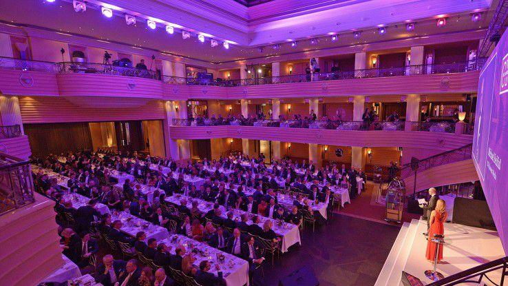 400 CIOs und ihre Begleitungen kamen in den Bayerischen Hof in München, um die Besten unter ihresgleichen zu feiern. Durch den Abend geführt wurden sie von der charmanten Moderatorin Katrin Müller-Hohenstein.