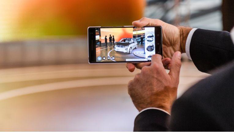 """BMW i erprobt zum Beispiel einen """"Augmented Reality Product-Visualiser"""" mit Tango, der Smartphone-AR-Technologie von Google."""