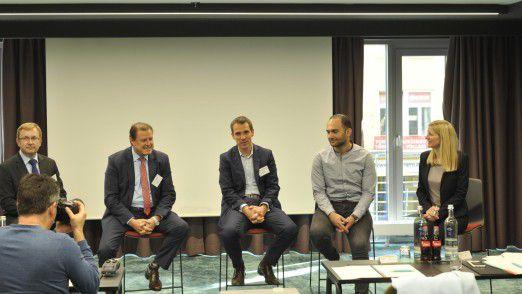 Austausch beim IDC-Expertengespräch zur EU-DSGVO mit Matthias Zacher (IDC), Hans-Peter Bauer (McAfee), Tommy Grosche (Fortinet), Milad Aslaner (Microsoft) und Lynn Thorenz (IDC).