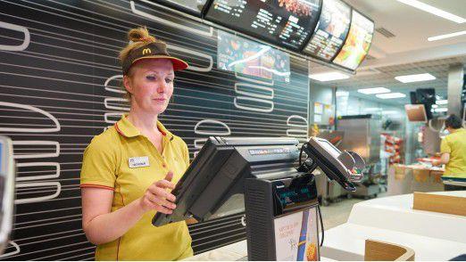 Filiale von McDonald's in Sankt Petersburg: Die Kette betreibt weltweit viel Aufwand, um ihre Filialen zu modernisieren.