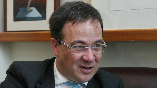 NRW-Ministerpräsident Armin Laschet (CDU) hält Diesel-Fahrverbote in NRW für unverhältnismäßig.