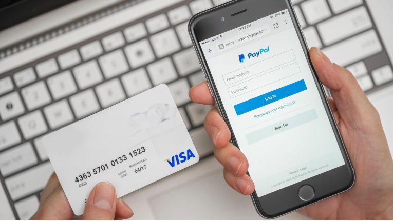 Ebay-Nutzer sollen noch mindestens bis 2023 Paypal als Bezahl-Option nutzen können.