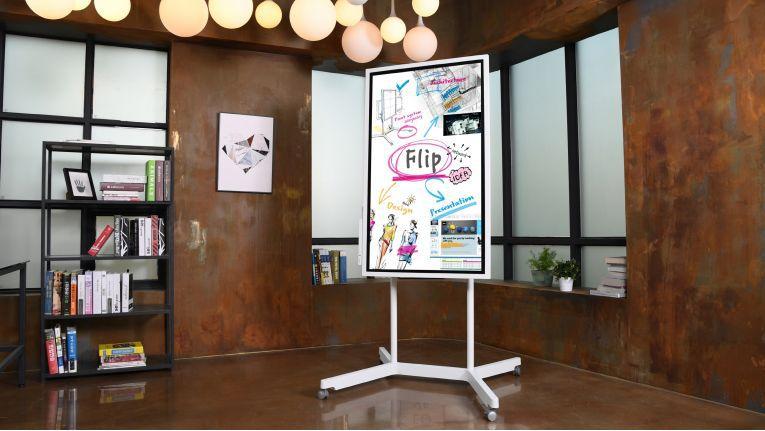 Das Samsung Flip WH55H soll analoge Flipcharts im Meeting-Räumen ersetzen.