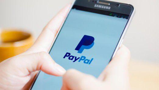 Die Verbraucherschützer sehen in den langen AGB von Paypal einen Verstoß gegen das Wettbewerbsrecht.