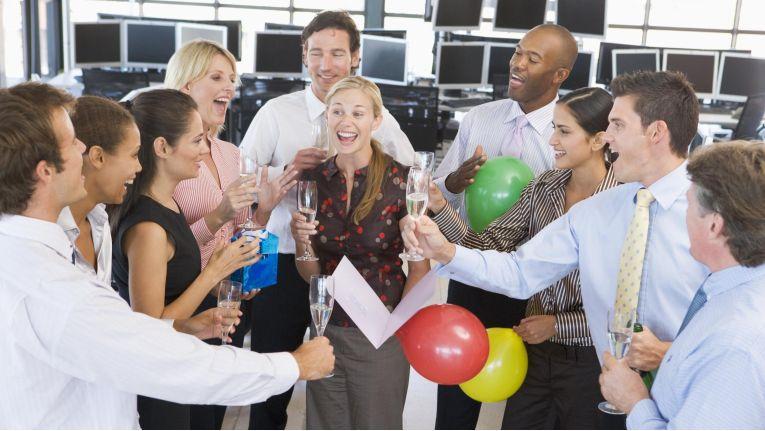 Die neuere Rechtsprechung ermöglicht den Kostenabzug für private Feiern im Unternehmen.