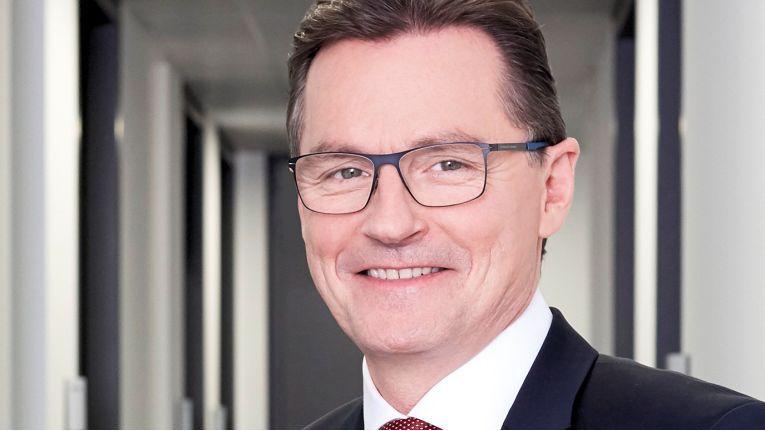 Der Firmengründer und Ex-Vorstand der Itac Software AG, Dieter Meuser, wird Ehrenmitglied im Aufsichtsrat seines ehemaligen Unternehmens und wechselt zur Muttergesellschaft Dürr AG.