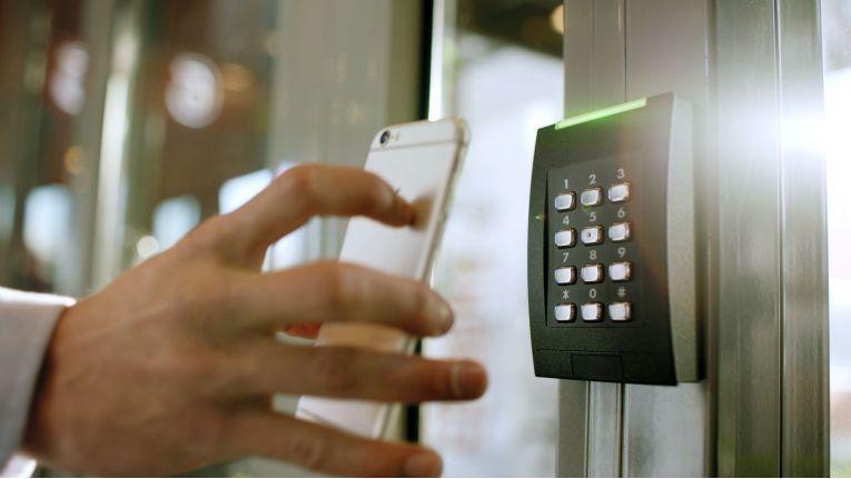 Mobile Geräte wie Smartphones benötigen Zugriff auf das IT-System.