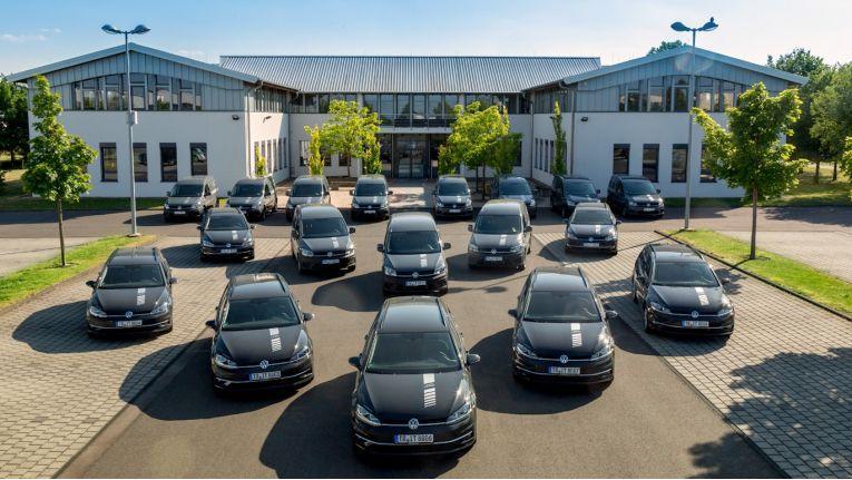 Die IT-Haus GmbH Zentrale in Föhren mit der Fahrzeugflotte.