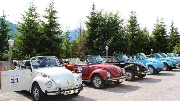 Eine farbenfrohe Kollektion an VW Cabrios stand für die eingeladenen Teilnehmer parat.