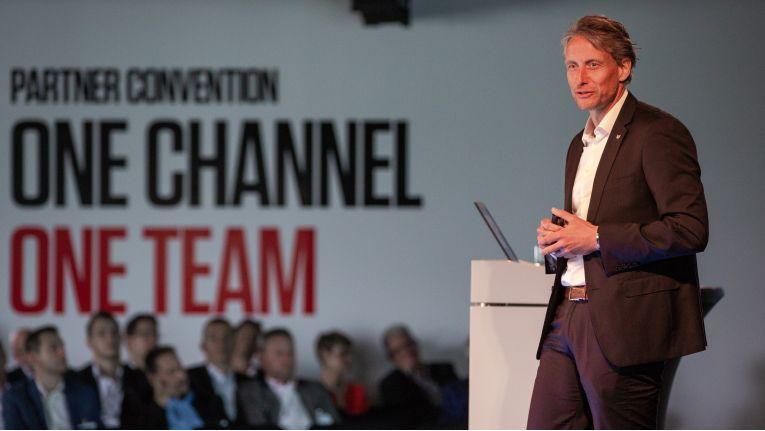 Hajo Soldan, Director B2B Partner Channel bei Canon stellt auf der Partner Convention in Krefeld das neue Partnerprogramm vor.