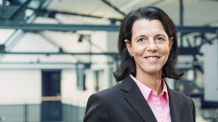"""Sandra Kiemes, Mitglied der Geschäftsleitung bei der Datagroup Financial IT Services GmbH: """"Der Gewinn dieses Auftrags ist ein wichtiger Meilenstein für uns."""""""