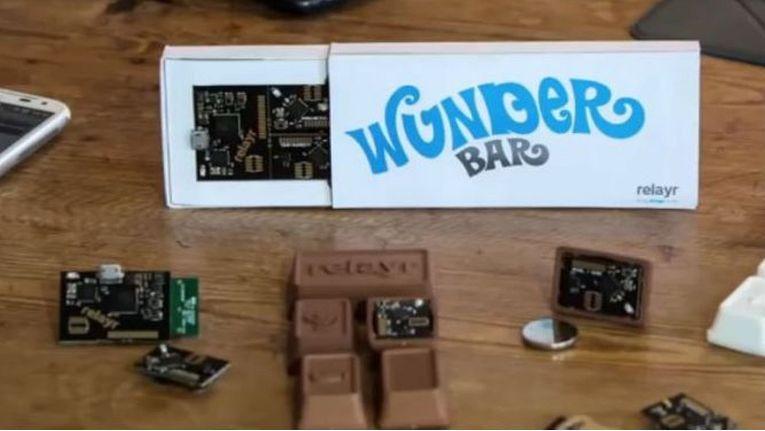 """Mit der """"Wunderbar"""" - im Format einer Schokoladentafel verpackter, flexibler Sensortechnik - hat Relayr 2013 als Bastlerlösung angefangen (Bild: Relayr)."""