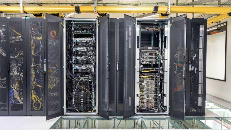 Der Mission Peak-Server von Memorysolutions und seinen Partnern steht im Innovation Lab (Foto) des Frankfurter Colocation-Anbieters E-Shelter als PoC-Plattform für Tests zur Verfügung.