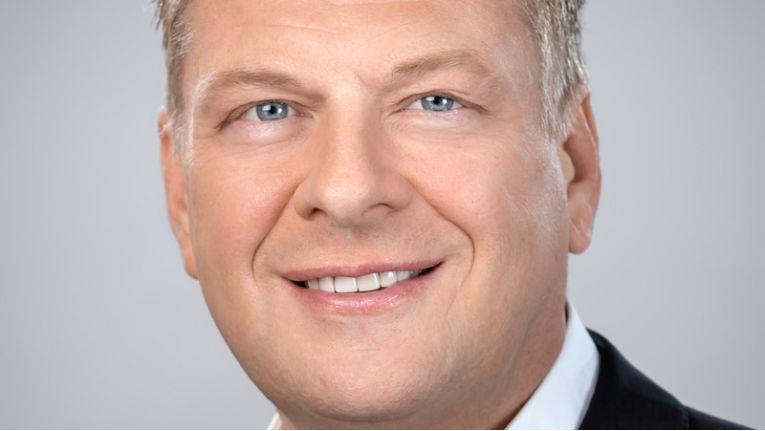 """""""Mit 1&1 IONOS können wir jetzt die Stärken des europäischen Hosting-Marktführers und des führenden deutschen Cloud-Anbieters intelligent verknüpfen."""" Achim Weiß, CEO 1&1 IONOS"""