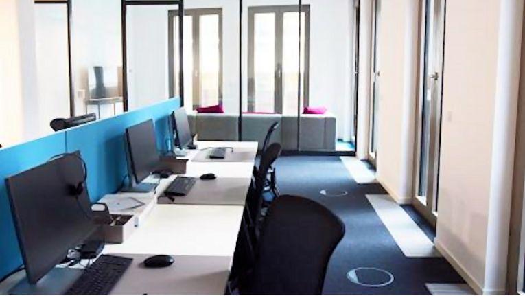 Kim Nis Neuhauss, CEO bei Bright Skies, will seinem Dresdener Team neben hellen Büros einen abwechslungsreichen Arbeitsalltag mit Dienstreisen, Schulungen und Fortbildung bieten.
