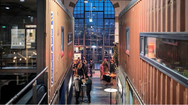 Die Niederlassungen der Netgo Innovations, wie die in der außergewöhnlichen Freiburger Location, haben die Softwaretechnologien der Zukunft, wie Künstliche Intelligenz, VR und AR im Fokus.