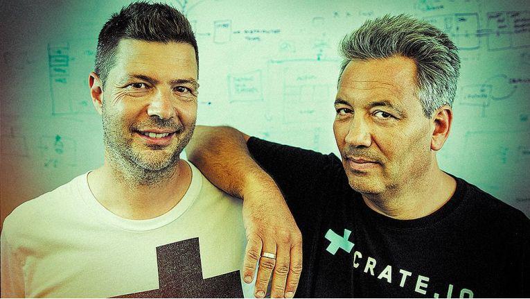 """Christian Lutz, Mitgründer und CEO von Crate.io, rechts im Bild: """"Wir freuen uns auf die Zusammenarbeit mit den Microsoft- Partnern."""" Links im Bild: Crate-Mitgründer und aktueller CTO Jodok Batlogg."""