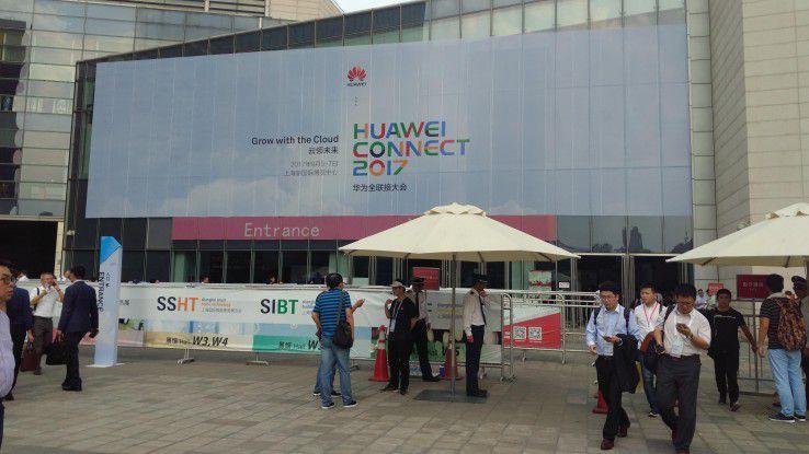 Während der Veranstaltung verkündete Huawei ehrgeizige Ziele: Man peilt 200 Milliarden Umsatz an.