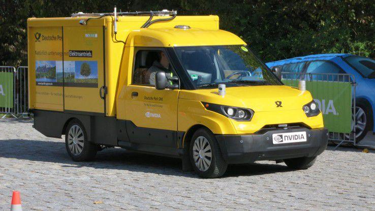 Ein autonom fahrendes DPDHL-Prototypenfahrzeug in Aktion.