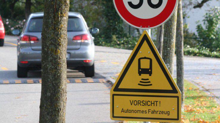 Autofahrer müssen sich in Bad Birnbach an ein neues Verkehrschild gewöhnen. Es warnt vor dem ersten autonomen Linienbus.