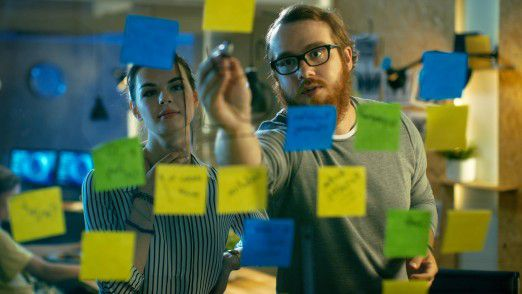 Agile Strategie-Entwicklung wirkt wie eine große Klammer und wie ein Turbo für die Erneuerung von Unternehmen im Zuge der digitalen Transformation.