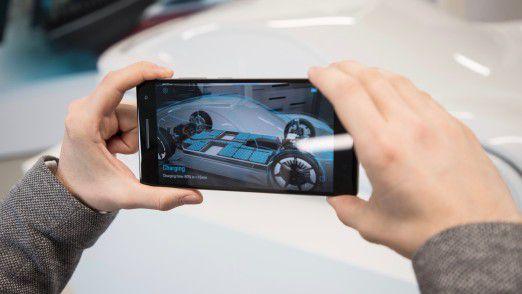 """Die Android-App """"Mission E Augmented Reality"""" verrät Details von Exterieur und Interieur des Mission E - an der Konzeptstudie selbst oder am skalierten Modell."""