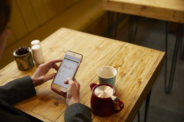 Künstlich-intelligente Buchhaltungsassistenten können entscheidungsrelevante Auswertungen künftig bedarfsgerecht aufs Smartphone liefern.